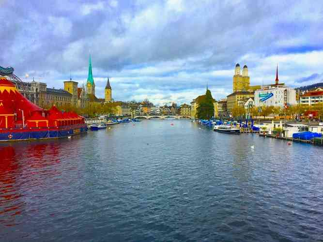 Boat rides around Lake Zurich are amongst the best things to do wtih kids in Zurich