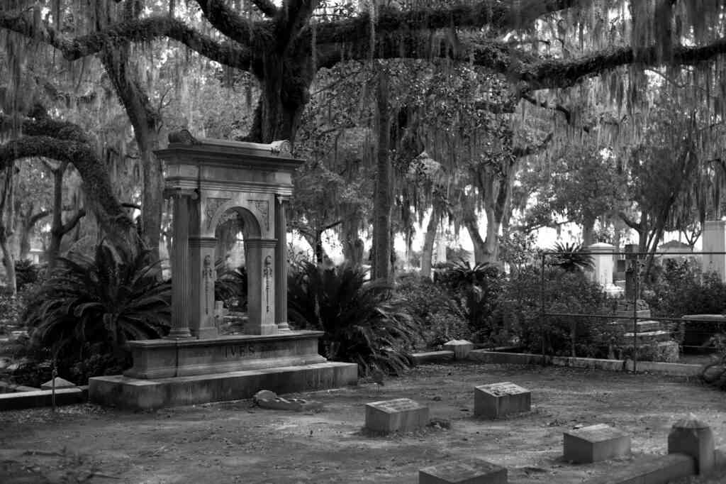 A ghost tour is one of the best things to do in Savannah with kids