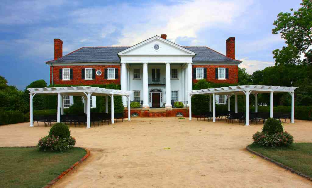 Boone Hall plantation is one of the best things to do in charleston with kids