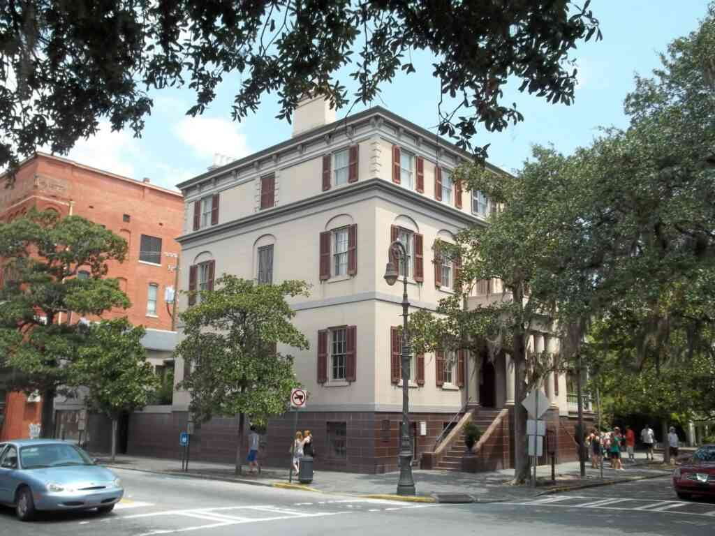The Juliette Gordon Law birthplace is one of the best places to go to with kids in SAvannah