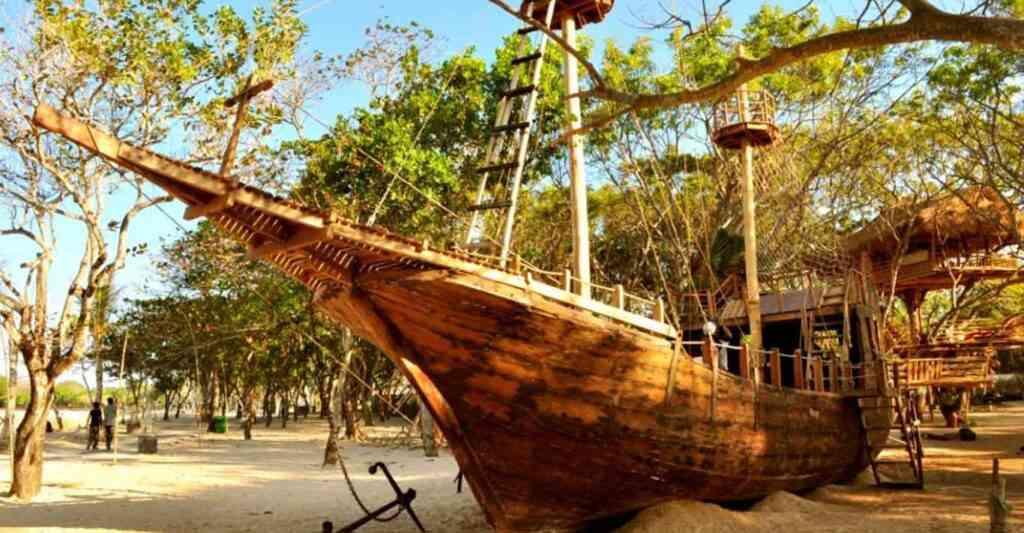 Visit Pirates Bay Bali